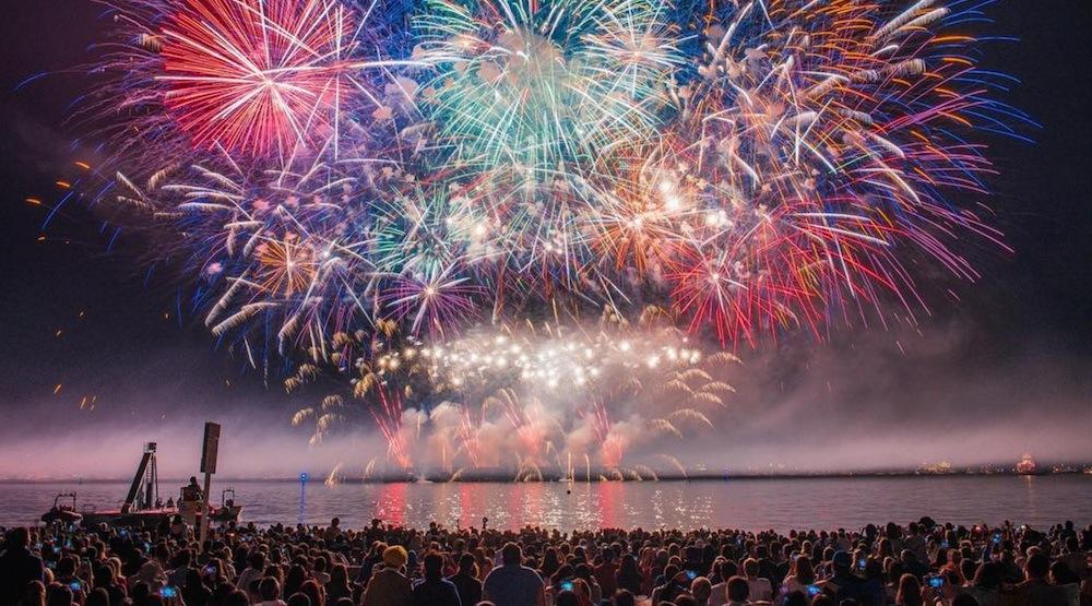 fireworks-at-the-honda-celebration-of-light