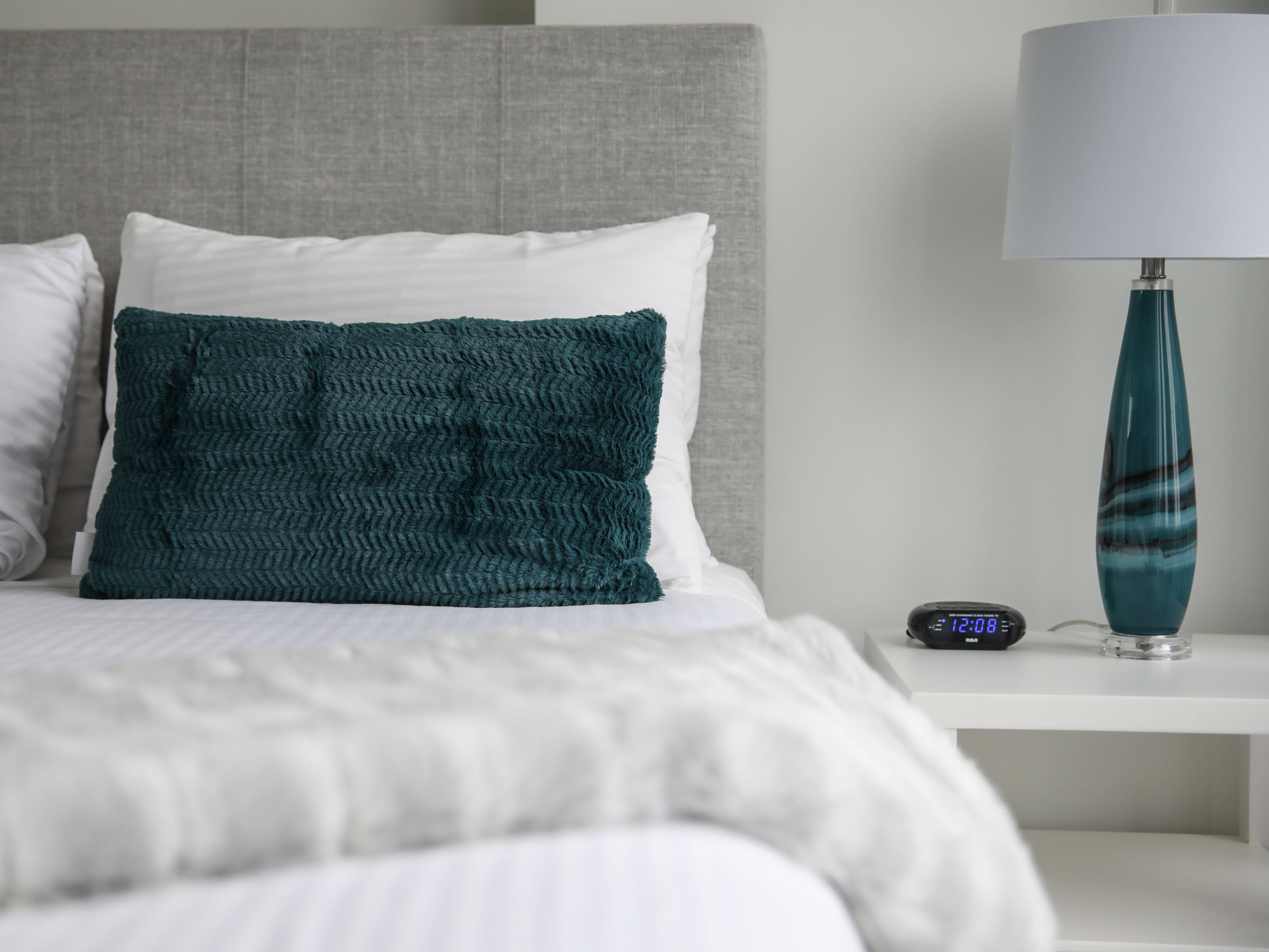white lines and green cushions in the bedroom at Vancouver Exteded Stay